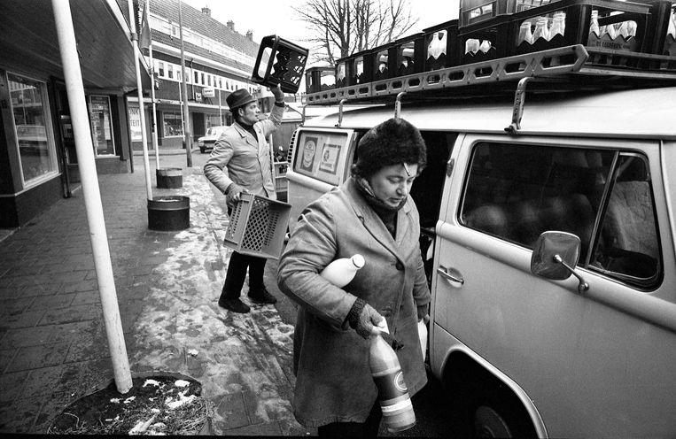 Rijdende melkboer Jan & Annie Heijma in Amsterdam, 1978.  Beeld Hollandse Hoogte / Hans van den Bogaard