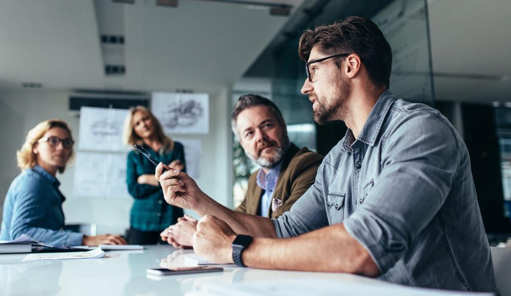 Vergaderen in kleine groepjes werkt beter volgens vergaderexpert De Haas
