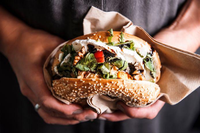 """""""Als je af en toe eens een bagel met sesamzaad eet, loop je geen gevaar"""", zegt Hélène Bonte van het FAVV."""