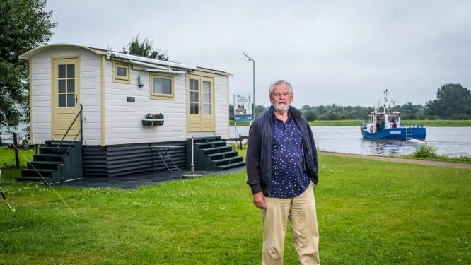 Gert en Leida uit Nunspeet vergaat 't lachen in pipowagen Veessen: 'Wie geeft ons zicht op IJssel terug?'