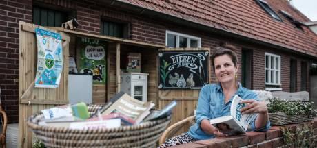 Het is druk bij de minibiebs in de Achterhoek: 'Hier kun je 24 uur per dag terecht voor een boek'