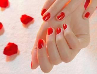 Met dit simpel trucje zijn je nagels altijd perfect gelakt