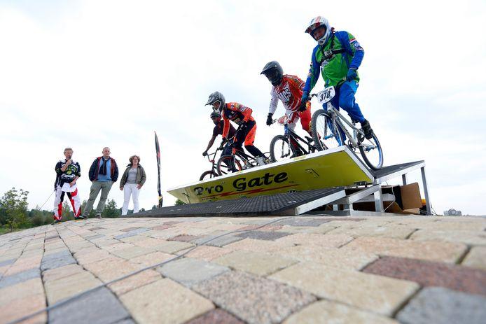 De in onbruik geraakte crossfietsbaan in het Noorderpark, kort na de opening  in 2015.