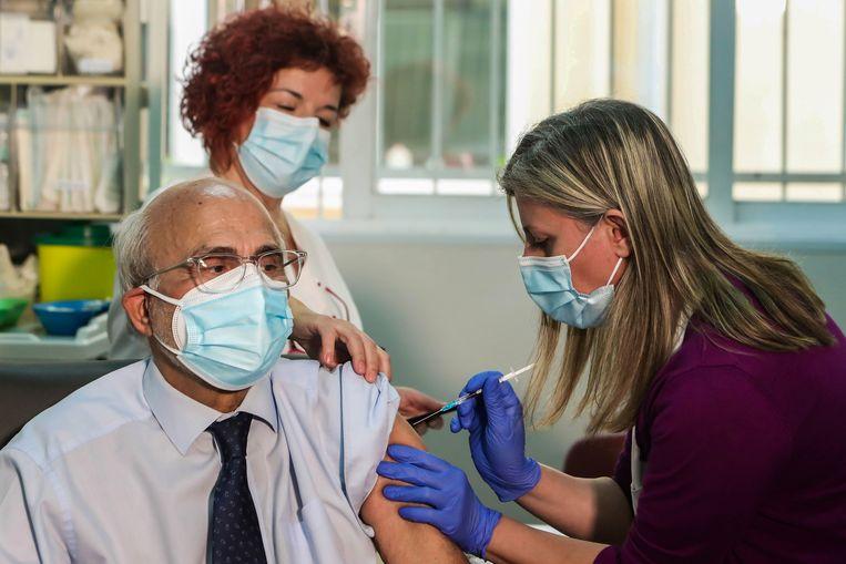 Vaccinatie in een ziekenhuis in Thessaloniki.  Beeld AFP