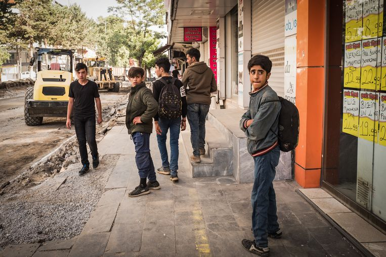 Jonge Afghaanse vluchtelingen in de Turkse grensstad Van Beeld Nicola Zolin