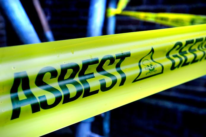 STOCK Asbes, ruimen, asbestsanerings, bedrijven, Asbestinventarisatie, sloopwerken, grondwerken, bodemsanering, risicoklasse 1, 2 en 3, omgevingsvergunning