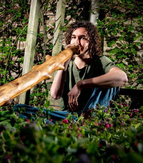 Floris (19) zoekt geen studentenkamer, maar plek voor zijn nomadentent: 'Echt één met de natuur'