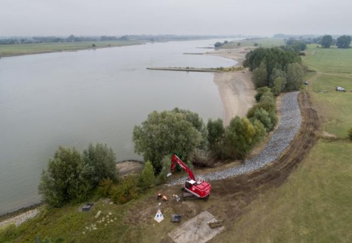 De schade langs de Waal bij Heerewaarden is weer hersteld.