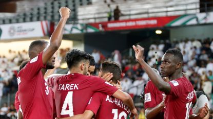 Qatar klopt Saudi-Arabië voor groepswinst op Asian Cup, Libanon mist achtste finales door gele kaart