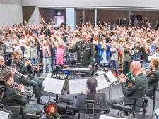 Militair orkest treedt op voor schooljeugd Hasselt