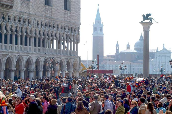 Op het San Marcoplein in Venetië is het altijd zo druk dat je over de hoofden kunt lopen.