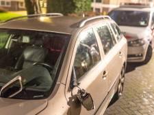 Man slaat ruit in, slaapt in cel en vernielt dag later 7 auto's in Alblasserdam: 'Totaal doorgedraaid'