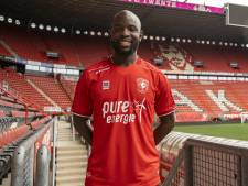Jody Lukoki loopt nog voor debuut bij FC Twente zware knieblessure op