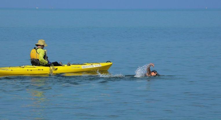 Chloe McCardel in het water van de Golf van Mexico. Beeld AFP