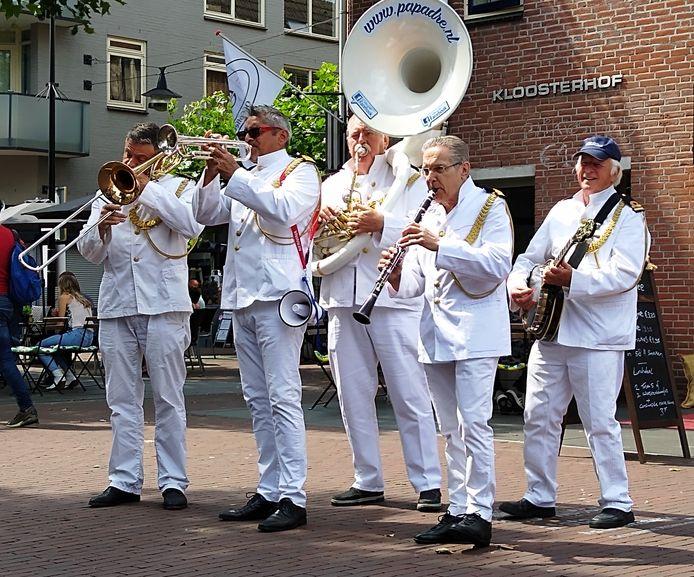 Papa Dre Jazz Band in Helmond, Ralph de Kort met zonnebril