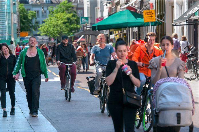 De Hinthamerstraat. Ook daar zijn volgens de Kampioen de vriendelijkste mensen te vinden.