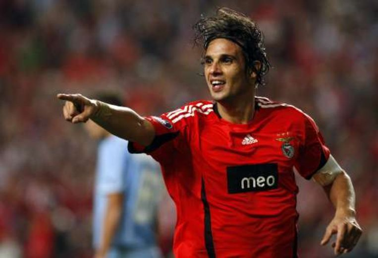 Nuno Gomes deed Benfica juichen tegen Napoli. Beeld UNKNOWN