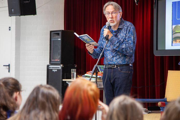 Kinderboekenschrijver Jacques Vriens leest voor