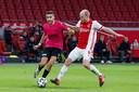 Davy Klaassen en Mimoun Mahi tijdens het bekerduel tussen Ajax en FC Utrecht dit seizoen.