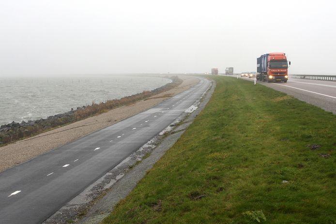 De Markerwaarddijk tussen Enkhuizen en Lelystad.