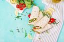 Een wrap is een ideale manier om een makkelijke maaltijd in elkaar te draaien.