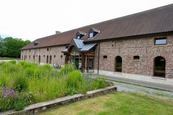 De deelbibliotheek van Grimbergen bevindt zich momenteel in de Charleroyhoeve.