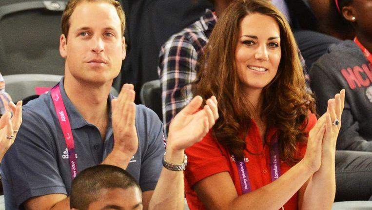 Prins William en zijn vrouw Kate op de tribune tijdens de Paralympische Spelen van afgelopen zomer in Londen. Beeld EPA