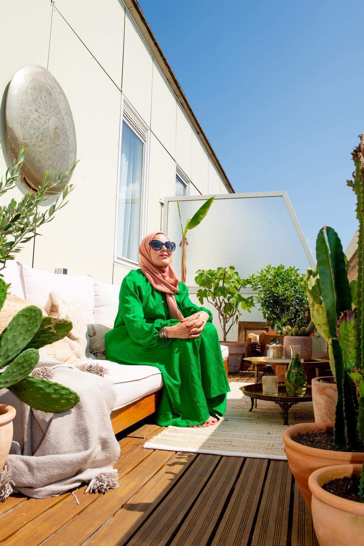 Nassira Laoikili: 'Als ik hier zit, heb ik het gevoel even in Marokko te zijn.' Beeld Marjolein van Damme