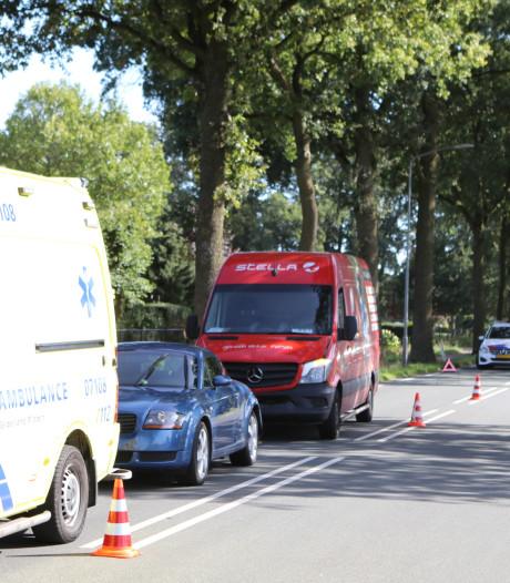 Busje botst op twee auto's op Lunterseweg: één zwaar- en enkele lichtgewonden