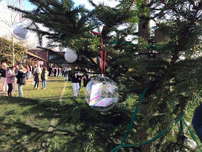 Kerstsfeer en Rode Neuzendag om de kinderen enige positiviteit te geven