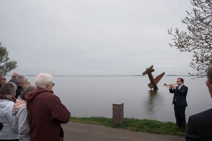 Nazaten Leonard O'Hara uit Amerika bezoeken Harderwijk na jarenlange speurtocht.
