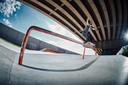 Er zijn twee disciplines in het skateboarden. Bij 'park' skate je in een soort van kom met veel verticale hellingen, bij 'street' - waar Lore Bruggeman aan doet - lijkt het parcours meer op een straat, met drempels, hellinkjes, balustrades etc.
