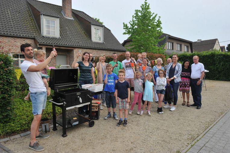 De bewoners van de Lange Zandstraat maakten er een echt feestje van, inclusief barbecue.