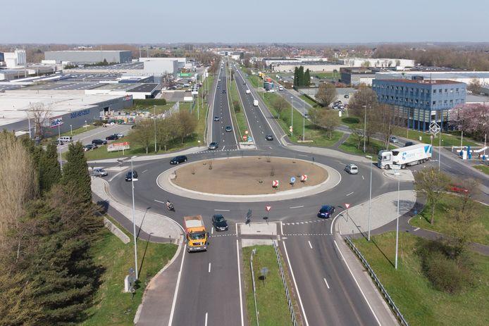 De tijdelijke snelheidsbeperking op de N60 richting Gent geldt vanaf de rotonde De Bruwaan in Oudenaarde.