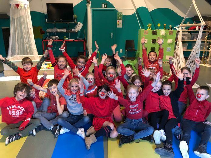 De leerlingen van het derde leerjaar in hun nieuwe snoezelzolder.