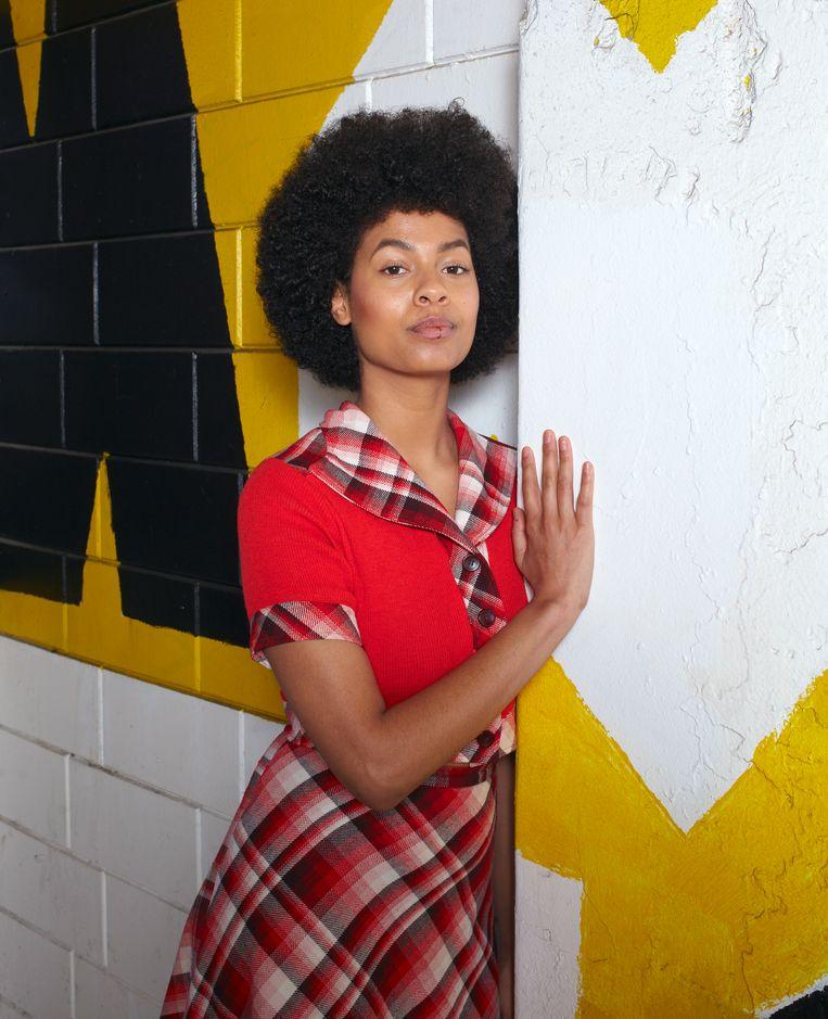 Iriée Zamblé: 'Het werk van Etel Adnan sprong er voor mij ook uit omdat het niet direct lijkt te gaan over vrouwelijkheid.' Beeld Daniel Cohen