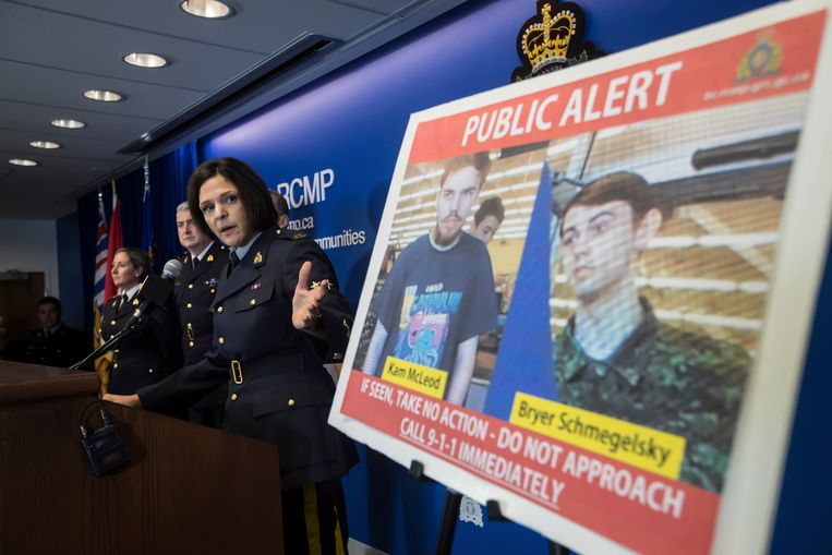 De 19-jarige Kam McLeod (links) en de 18-jarige Bryer Schmegelsky worden ervan verdacht drie mensen  te hebben vermoord. Ze zijn op de vlucht in de wildernis van Canada.  Beeld AP