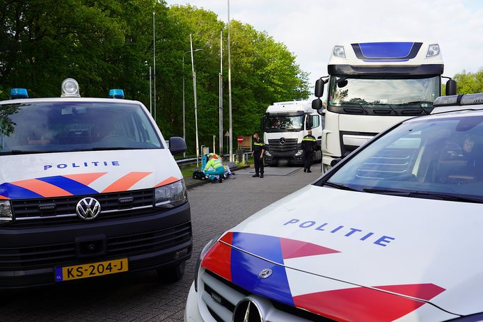 Twee vluchtelingen in vrachtwagen Oosterhout.