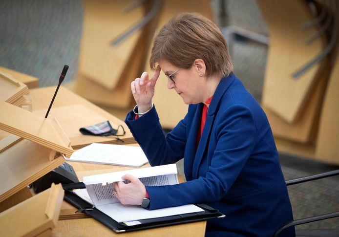Nicola Sturgeon tijdens een coronabriefing in het Schotse parlement.