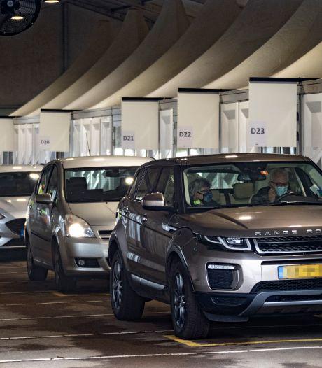Man (37) en vrouw (57) opgepakt omdat ze teststraat Eindhoven 'in de hens' wilden steken