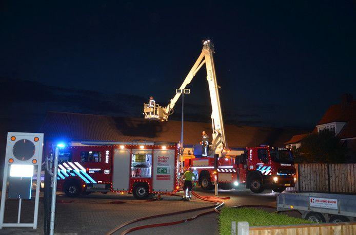 De hulpdiensten zijn uitgerukt voor een brand bij Multimate Zutphen aan de Leestenseweg in Zutphen.