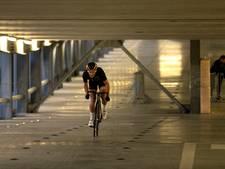 Heel hard omhoog fietsen in parking in Eindhoven