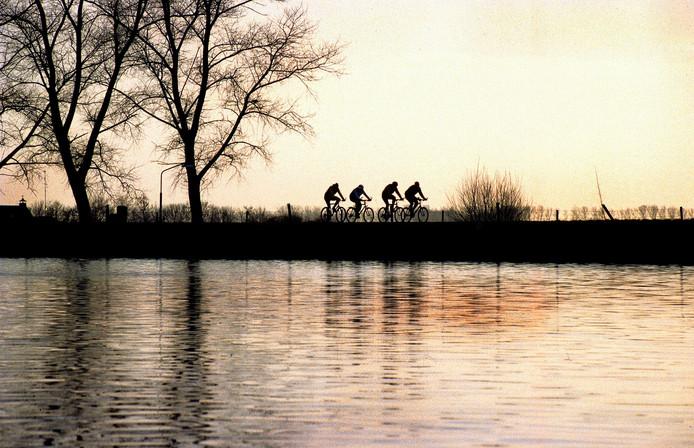 Fietsen langs de Maas.