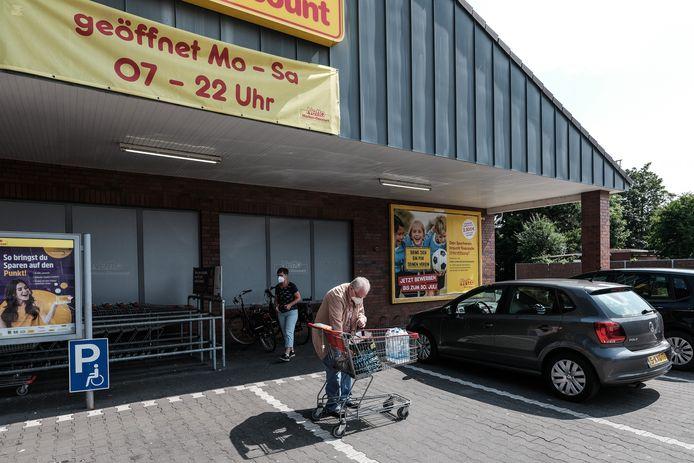 Inkopen doen in de supermarkt in Duitsland is voor mensen zonder vaccinatie- of herstelbewijs nu een stuk ingewikkelder. Het wordt nu ook sowieso even afgeraden door de autoriteiten.