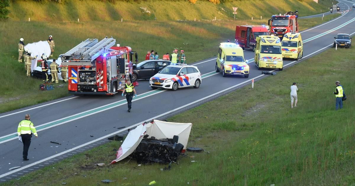 Meerdere doden en gewonden na ernstig ongeval met zes autos bij Borger.