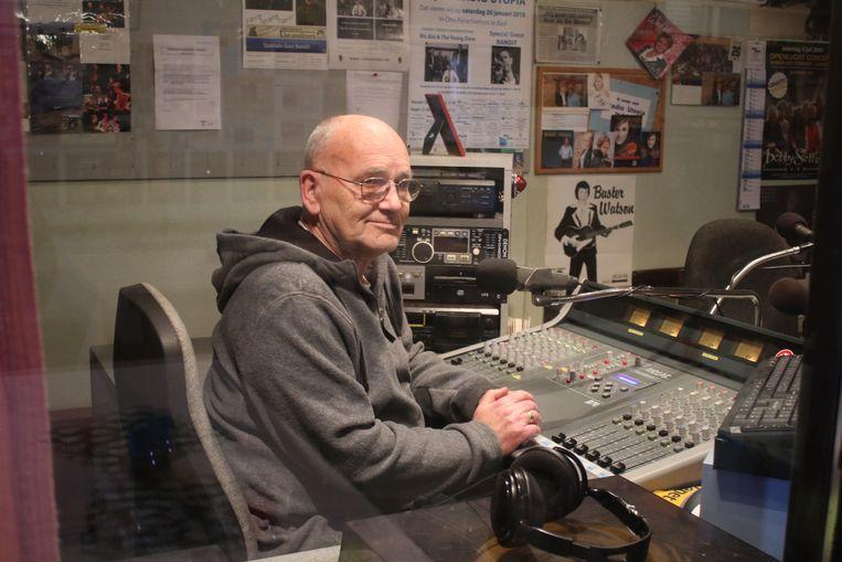 Harry Mattheus van Radio Utopia in zijn studio