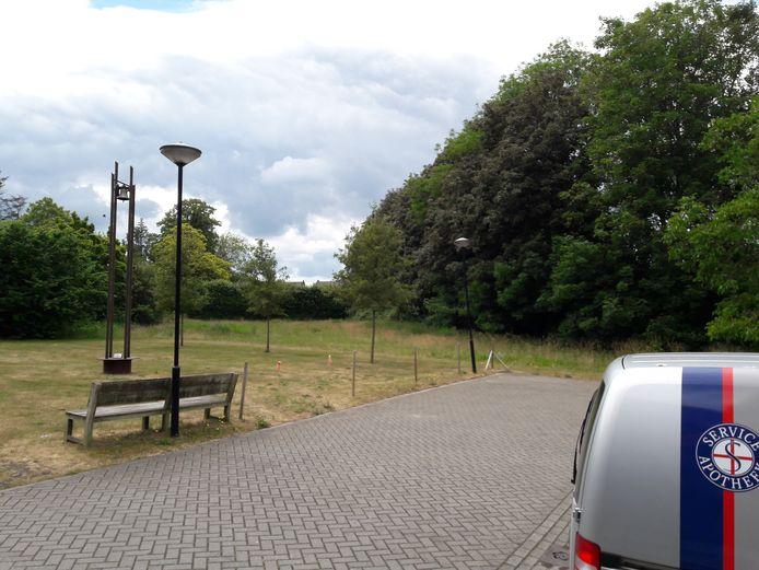 Er zijn plannen voor de bouw van appartementen op het grasveld naast het Antoniushuis aan de Raadhuisstraat in Moergestel
