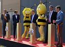 Landens burgemeester Gino Debroux (uiterst rechts) in gesprek met Vlaams minister-president Jan Jambon.