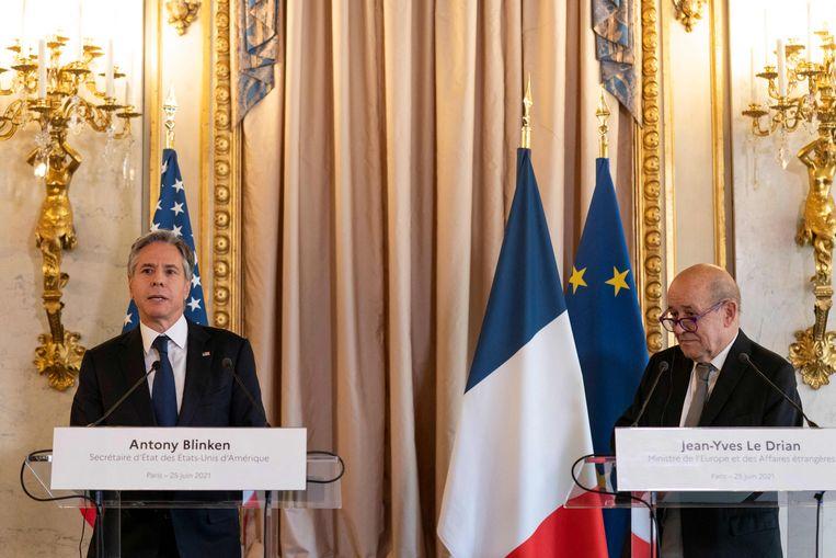 Amerikaans minister van Buitenlandse Zaken Antony Blinken en zijn Franse collega Jean-Yves Le Drian eerder dit jaar in Parijs. Beeld AFP
