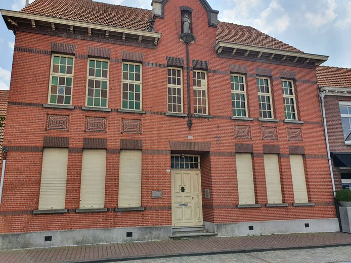 Het oude kloostergebouw in de Kerkstraat in Baarle-Hertog zal mogelijk ook verdwijnen.